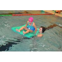 Asistenti pro děti s handicapem na plavání