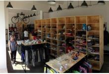 MOMENT charity shops - tam, kde se pomáhá