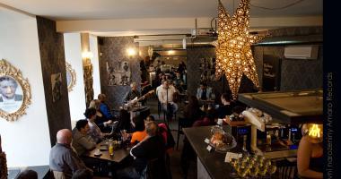 Fotografování hudebních akcí v kavárně Amaro Records
